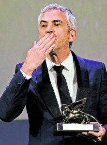 Alfonso Cuarón con el León de Oro